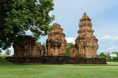 Forntida En khmer-stil en hinduisk tempel i det Surin landskapet, Thailand Arkivfoto