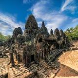 Forntida en khmerarkitektur Panoramasikt av den Bayon templet på Ang Fotografering för Bildbyråer