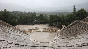 Forntida Epidauros teater royaltyfri foto