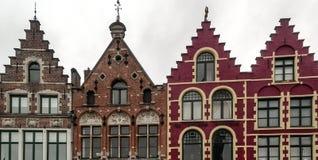 Forntida färgrika fasader Arkivbilder