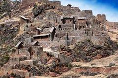 Forntida fästning för Inca i berg Arkivbilder