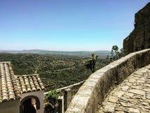 Forntida fästning i berg Royaltyfria Bilder