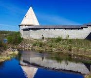 Forntida fästning på den Staraya Ladoga staden, Arkivfoto