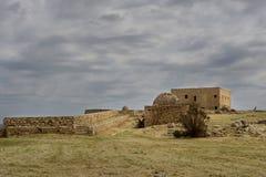 Forntida fästning på en molnig dag fotografering för bildbyråer