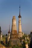 Forntida fördärvar av buddisten Stupas i Indein Arkivbilder