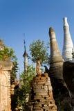 Forntida fördärvar av buddisten Stupas i Indein Arkivfoton