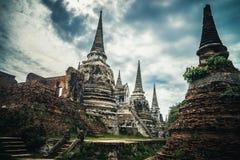 Forntida fördärvar av den gamla templet i Ayutthaya Royaltyfri Foto