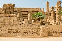 Forntida fördärvar av det Karnak tempelet i Egypten Fotografering för Bildbyråer