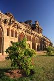 Forntida fördärvar av elefantstall i Hampi, Indien. Royaltyfria Foton