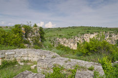 Forntida fördärvar av en medeltida fästning Royaltyfri Foto