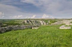 Forntida fördärvar av en medeltida fästning Arkivbild