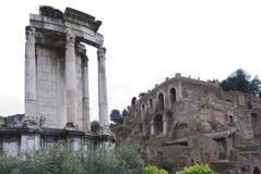 Forntida fördärvar av forumet Romanum. Arkivbilder