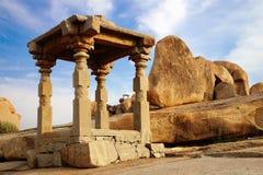 Forntida fördärvar av templet Hampi Indien Fotografering för Bildbyråer