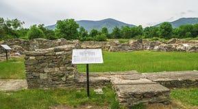 Forntida fördärvar av Ulpia Traiana Augusta Dacica Sarmizegetusa i Rumänien Royaltyfria Foton