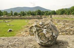 Forntida fördärvar av Ulpia Traiana Augusta Dacica Sarmizegetusa i Rumänien Royaltyfri Fotografi
