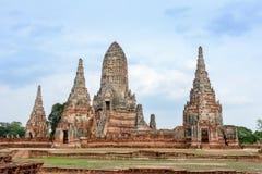 Forntida fördärvar av Wat Chai Watthanaram Arkivfoton