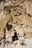 Forntida fördärvar i Bandelier den nationella monumentet Arkivfoton