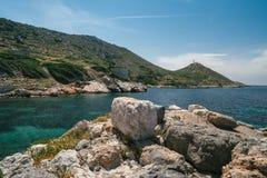 Forntida fördärvar i den forntida staden av Knidos Landskapet med forntida fördärvar Den gamla havsporten av Knidos kalkon Royaltyfria Foton