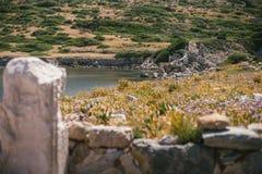 Forntida fördärvar i den forntida staden av Knidos Stäpplandskapet med forntida fördärvar Royaltyfri Fotografi