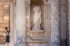 Forntida fördärvar på Ephesus den historiska forntida staden royaltyfria bilder