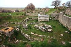 Den Troy arkeologiplatsen i Turkiet som är forntida fördärvar royaltyfri foto