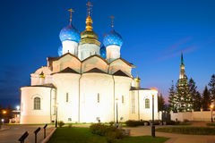Forntida förklaringdomkyrka i Kazanen kremlin på den Maj natten kazan russia Arkivfoto