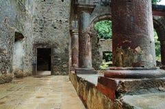 Forntida förstörd byggnad Royaltyfri Bild