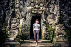 Forntida förstörd grottatempel Goa Gajah, Ubud, Bali Elefanttempel på den Bali ön arkivbilder