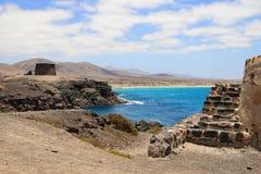 forntida försvarfuerteventura hamn Arkivfoto