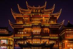 Forntida Fang Bang Zhong Lu för tehus gammal stad på natten shanghai Arkivbilder