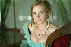forntida flickastående royaltyfri bild