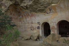 Forntida fortleva Frescoes i v?ggar av grottor av David Gareja Monastery Complex Kakheti region, Georgia arkivfoton