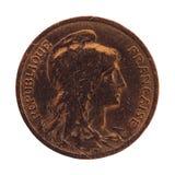 Forntida franskt mynt 10 cent som isoleras över vit Arkivfoton