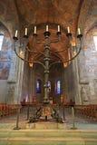 Forntida freskomålning och stor stearinljus inom den Brunswick domkyrkan arkivfoto