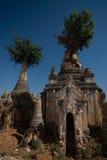forntida gästgivargårdpagodas som taing tempelet Arkivfoton