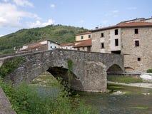Forntida gammal bro på Gragnola i Lunigiana, Italien Royaltyfri Foto
