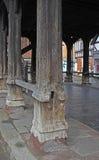 Forntida gammal träpelare Arkivbilder