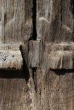 Forntida gammal träpelare Arkivfoton