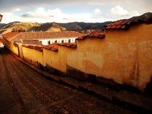 Forntida gata Cusco Royaltyfri Foto