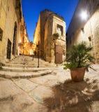 Forntida gator i Vittoriosa i Malta Arkivbild