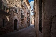 Forntida gator och gårdar av den Tossa de Mar staden, Catalonia, Spanien, Europa Royaltyfri Foto