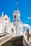 Forntida gotisk kyrka Arkivfoton