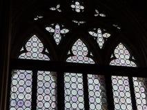Forntida gotiskt målat glassfönster i gotisk slott för doge` s i S Royaltyfri Bild