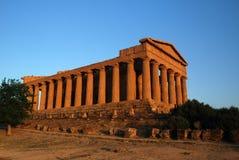 forntida grekiskt tempel Arkivfoto