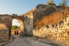 Forntida grottastadChufut-grönkål royaltyfria foton