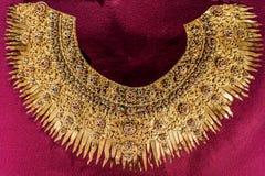Forntida guld- halsband Arkivfoton