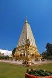 Forntida guld- pagod buddha Thailand Arkivbilder