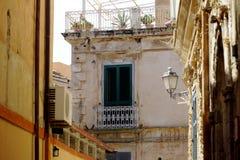 Forntida hemtrevlig balkong Tropea Royaltyfria Foton