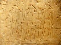 Forntida hieroglyfer på det utvändiga egyptiska museet för skärm, Kairo Arkivfoto