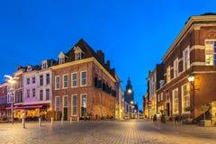 Forntida hus i den historiska holländska staden av Zutphen Arkivbilder